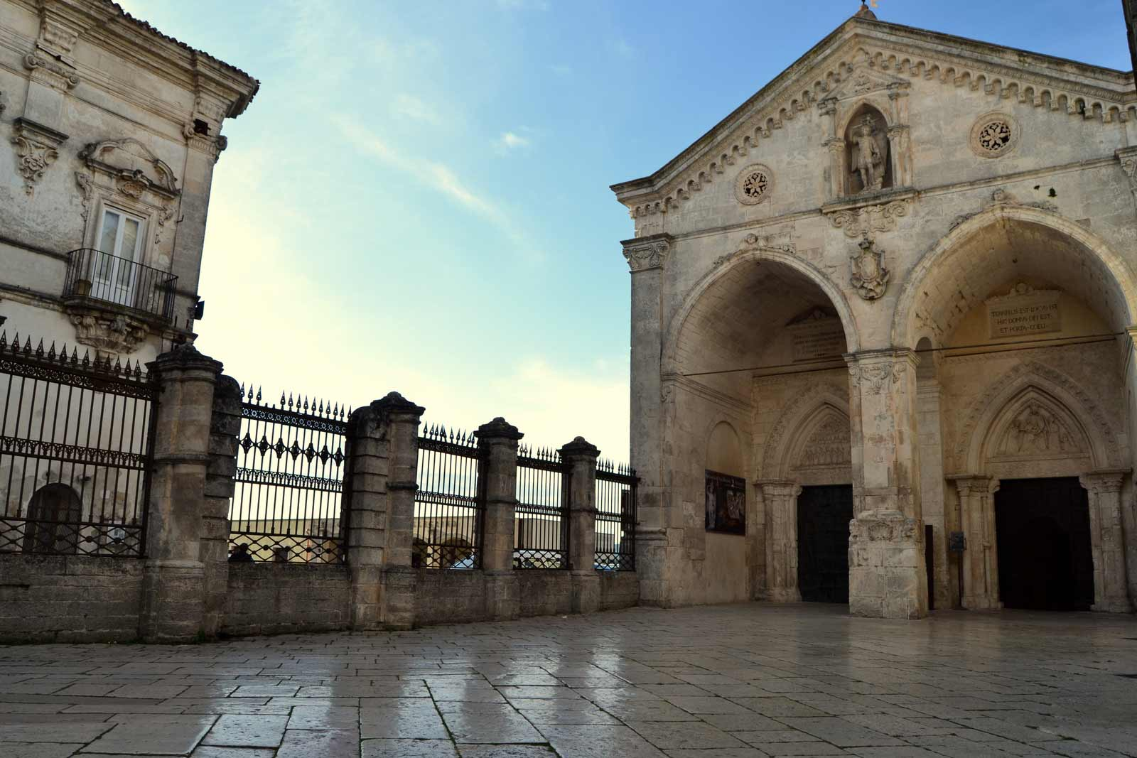 San Michele Data Calendario.Basilica Santuario San Michele Monte Sant Angelo